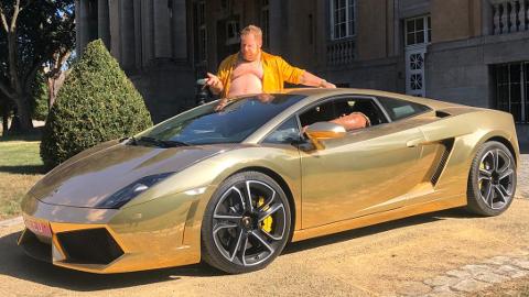 Seeed Musikvideo G€LD: CarsForMovies gibt Speeed for Seeed. In einem italienischen Alltagsfahrzeug, das in Sachen Schlichtheit und Understatement seinesgleichen sucht.